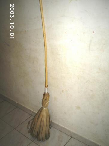Balai traditionnel en latanier